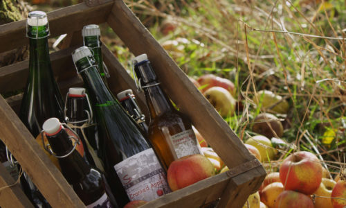 apples-cider-in-wooden-case_5:3